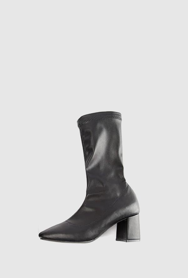 square shape long ankle boots
